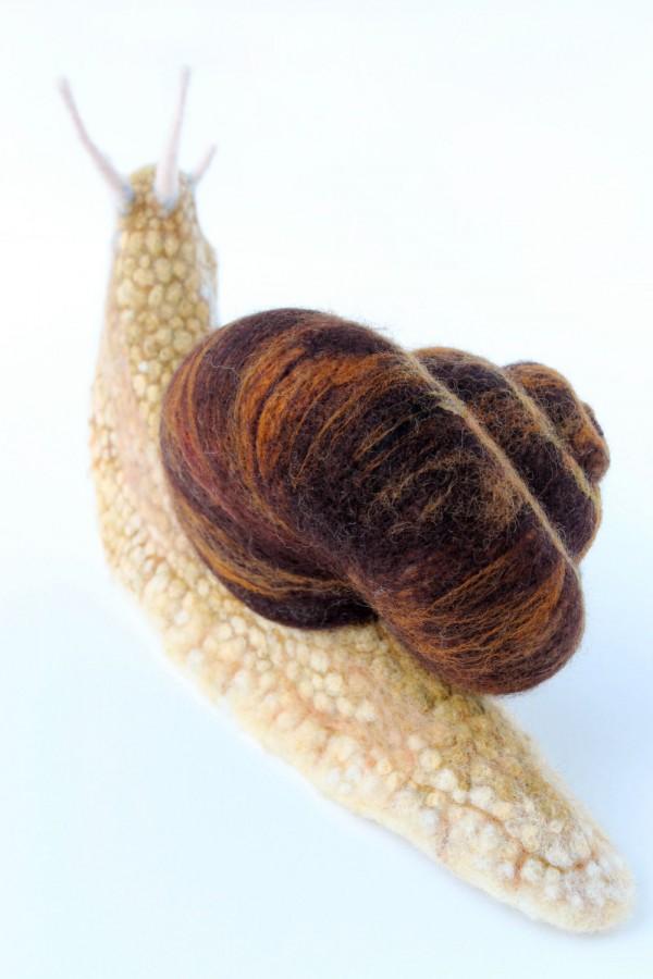 Yvonnes Workshop, needle felted snail