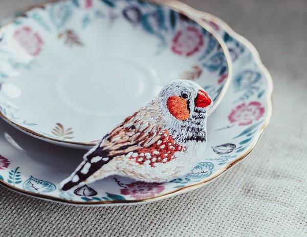Finch brooch by Niemerze