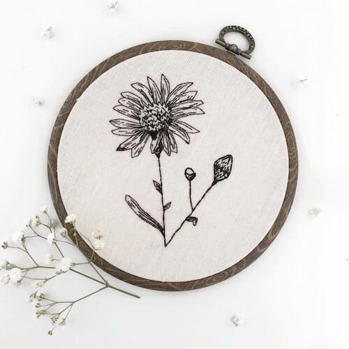 Tiny Hand Embroidery - Daisy Embroidery Hoop